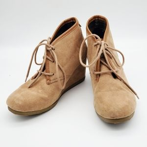 Mad Love Shoes - Adorable Wedge Faux suede ankle boots, camel color